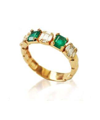 Anello in oro bianco con diamanti e smeraldi | Gioielleria Caruso Napoli