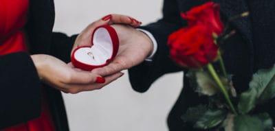 Anello solitario idea regalo per il fidanzamento